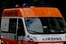 20-годишен водач и 14-годишната му спътничка катастрофираха, настанени са в болница