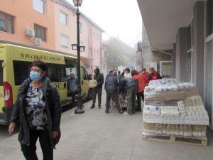 БЧК-Видин започна раздаването на продукти по ОП за храни в община Белоградчик(Снимки)
