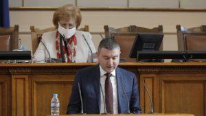 Горанов настоява да има фискални буфери, а депутатите не се стреснаха от COVID-19 и продължават да заседават