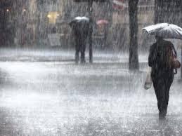 Кодове за обилни валежи са в сила в 12 области