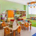 Напрежение в детска градина заради дете, наказано да гледа другите как ядат