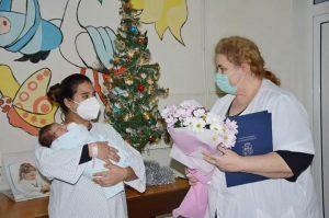 Община Видин с подаръци за първото бебе за 2021г.