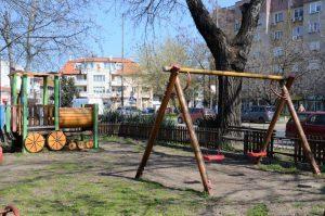 Подменят се счупени люлки на детски площадки във Видин
