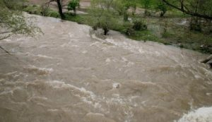 Скъсана дига на река Струма в село Прибой