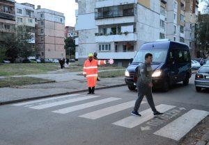 """Служители от общинското звено """"Охрана"""" съдействат за пътната безопасност в района на видински училища(Снимки)"""