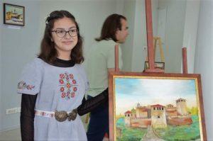 Ученичка от Видин представя благотворителна изложба с картини (Снимки)