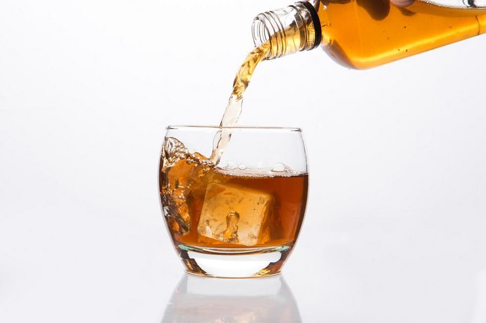 Крадец задигна коняк, уиски и злато