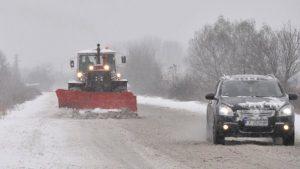 АПИ: Над 1800 машини са в готовност за обработване на републиканските пътища при започналия снеговалеж