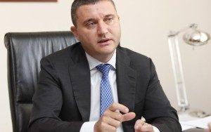 Позицията на финансовия министър за есемесите на Божков