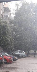 Пороен дъжд с градушка се изля над Видин (Видео)