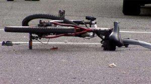 Товарен автомобил блъсна 60-годишен велосипедист в Лом